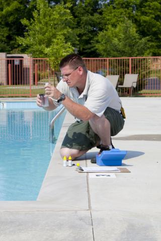 Testing the water regularly - Pool services