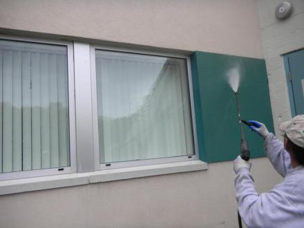 pressure washing companies working on domestic project